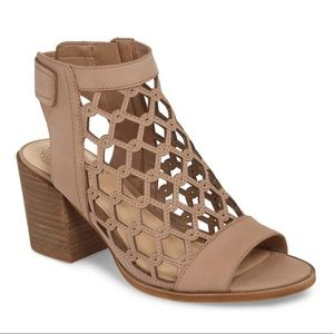 Vince Camuto Lanaira Sandals Size 5 NEW $119